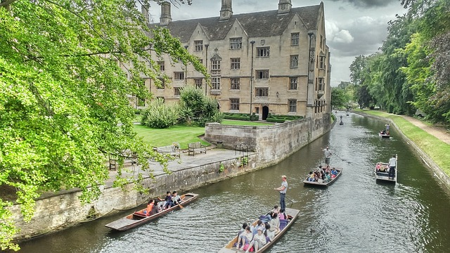 England, Cambridge, Punting