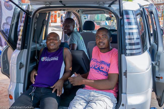 Mozambique, Tofo, Men
