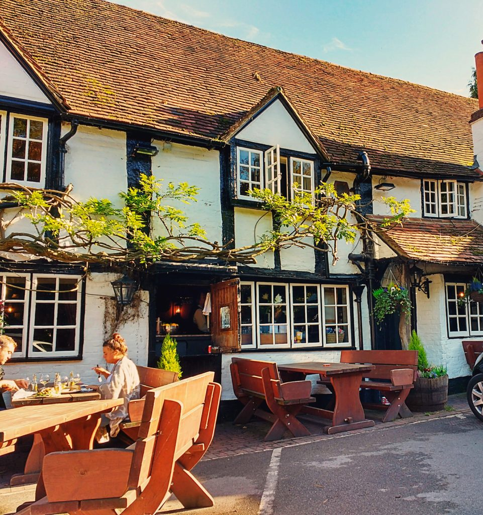 sunday-lunch-at-the-pub-in-berkshire