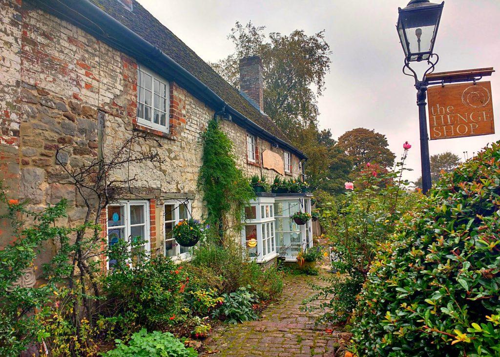 the-henge-shop-in-avebury