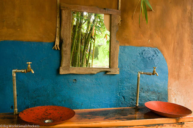 Kenya, Distant Relatives, Sink
