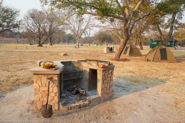 Zimbabwe, Hwange NP, Campsite