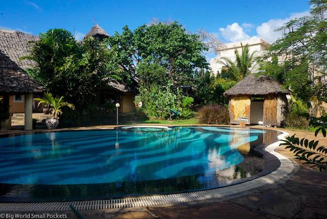 Kenya, Diani Backpackers, Pool