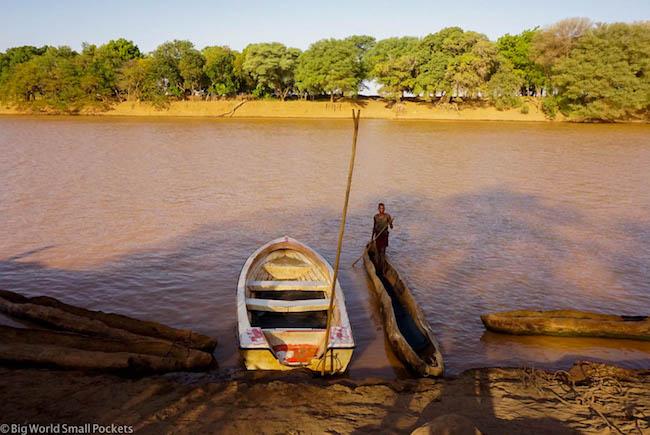 Ethiopia, Omo Valley, Omo River Crossing