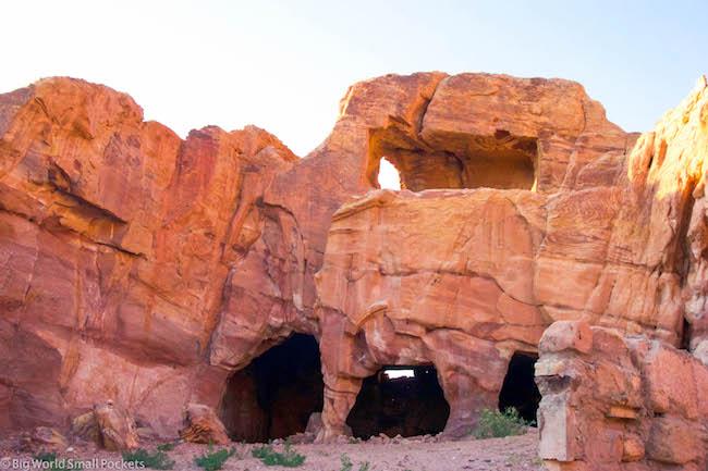 Jordan, Petra, Caves