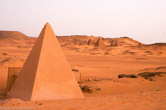 Sudan, Meroe, Pyramids