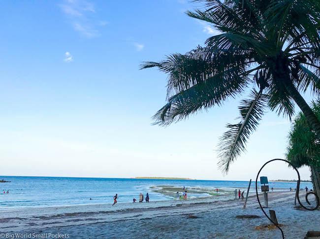 Tanzania. Dar Es Salaam, Beach