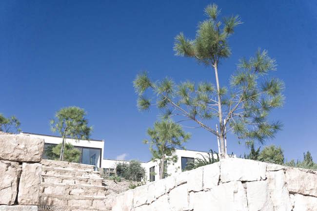 Lebanon, LipHe, Structure