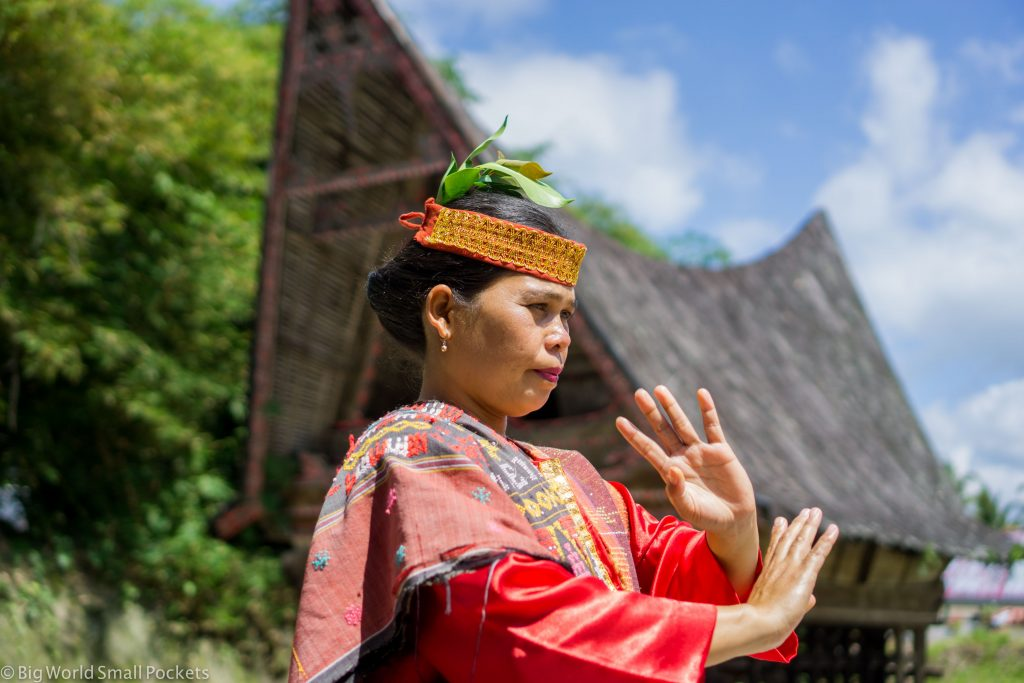 Indonesia, Lake Toba, Lady Dancing