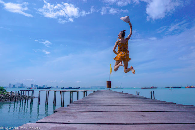 Malaysia, Penang, Me Jettie Jumping