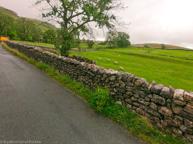 UK, Yorkshire, Road and Wall