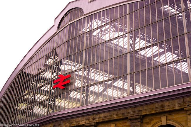 England, Liverpool, Train Station