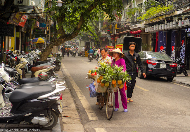 Vietnam, Hanoi, Old Quarter Seller