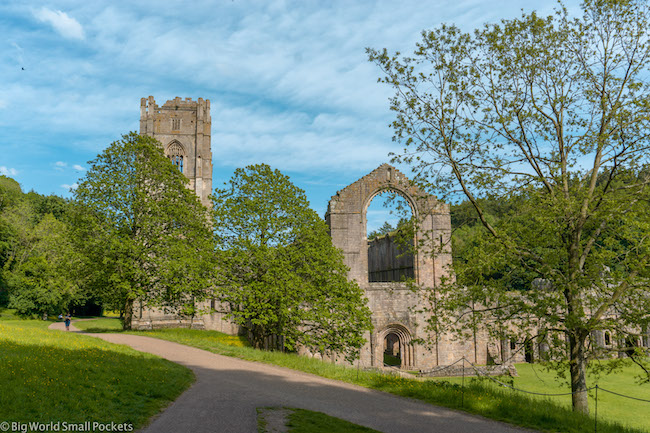 England, Yorkshire, Fountains Abbey